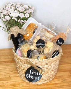 Creative Gift Baskets, Gift Baskets For Men, Creative Gifts, Friend Birthday Gifts, Birthday Gifts For Boyfriend, Homemade Gifts, Diy Gifts, Breakfast Basket, Christmas Gift Baskets