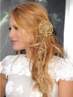 Famous Actress Blake Lively-Reyolds with her Braided-Teased Updo-Hairdo. Homecoming Hairstyles, Wedding Hairstyles For Long Hair, Party Hairstyles, Celebrity Hairstyles, Cool Hairstyles, Hairstyle Wedding, Blonde Hairstyles, Summer Hairstyles, Hair Styles 2014