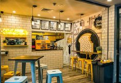 Learn all about the basics of fast food restaurant design, how it's different from most eateries, and the thought process behind its design execution. Coffee Shop Interior Design, Showroom Interior Design, Best Interior Design, Cafe Design, Restaurant Exterior Design, Modern Restaurant Design, Design Exterior, Assiette Design, Resto Paris