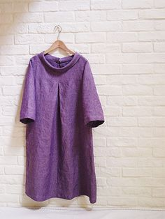 Linen tunic with roll collar and front pleat. Diy Clothing, Sewing Clothes, Clothing Patterns, Dress Patterns, Japanese Sewing Patterns, Linen Dresses, Dressmaking, My Style, How To Wear