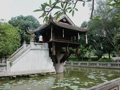 One of the features that distinguish Asian countries like Vietnam is the presence of pagodas in their respective regions. The construction of these places of worship meets strict rituals according to each tradition. In Viet people, they generally have a wooden frame with powerful iron columns that serve as supports and a tiled roof. Orientation as the place and date of construction must be predicted by geomancers, to be sacred.