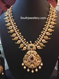 Mango Mala latest jewelry designs - Page 6 of 55 - Indian Jewellery Designs Indian Jewellery Design, Indian Jewelry, Jewelry Design, Mango Mala Jewellery, Charms, Pandora, Gold Earrings Designs, Gold Designs, Necklace Designs