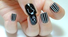 Halloween Nails -skeleton - stripes