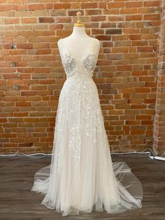 Buy Wedding Dress, Camp Wedding, Wedding Things, Bridal Dresses, Size 12, Lace, Summer, Beautiful, Fashion