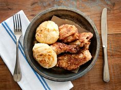 When you have a craving for fried chicken, these Food Network-approved restaurants serve crunchy, juicy renditions that have a leg (or wing) up on the competition. Wine Recipes, Food Network Recipes, Cooking Recipes, What's Cooking, Meat Recipes, Chicken Spot, Atlanta Food, Atlanta Restaurants, Atlanta Eats