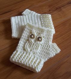 Ravelry: It's a Hoot! Owl Texting Gloves pattern by Carlinda Lewis.