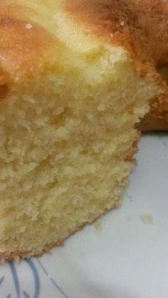 BOLO AREIA! 100grs. de margarina (tablete) sem sal. 2 xícaras (chá) de açúcar peneirada 3 ovos grandes 1 xícara (chá) de leite 1 xícara (chá) de amido de milho (maisena) 2 xícaras (chá) de farinha de trigo peneirados 1 colher (sopa) de fermento em pó. Bata na batedeira a margarina com o açúcar até formar uma farofinha, já acrescentando os ovos e bater mais um pouco, depois acrescente alternando o leite e a farinha c o amido juntos até ficar bem fofo. eu acrescentei 1 colherinha (café) de açú...