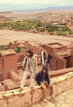 Mit Camel Active in Quarzazate, der  Hauptstadt der Provinz Ouarzazate in der Region Souss-Massa-Draâ im Süden Marokkos. 1160 m über Meereshöhe zwischen der Hohen Atlas- und der Antiatlas-Gebirgskette des Atlasgebirges.