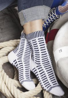 Ladies socks from REGIA -What about a nice trip to the sea? These socks are the perfect companion fo Mosaic Knitting, Slipper Socks, Slippers, Warm Socks, Mosaic Patterns, Sock Yarn, Slip Stitch, Knitting Socks, Dame