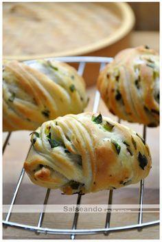 Salseando en la cocina: Hanamaki de ajos tiernos (pan chino)