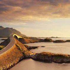 Die Atlantikstraße in Fjordnorwegen ist wunderschön und atemberaubend. Aber bei genauerem Hinsehen hat sie mehr als nur eine bezaubernde Landschaft zu bieten.  Angeln an der Atlantikstraße