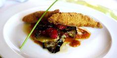 Otra vista del segundo plato de Pablo: salmonetes a la plancha en costra de almendras sobre un lecho de tumbet confitado al vacío y salsa de tomate de ramallet.  http://www.esrecoderanda.com/