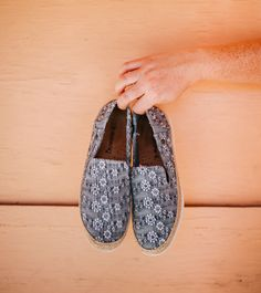 A classic fan favorite - our Dixie loafer features a ropey jute trim and trendy textile perfect to pair with jeans or a summer dress 🐻🐾 Shop Dixie: bearpaw.com/ #LiveLifeComfortably #BearpawStyle Jute, Loafers Men, Oxford Shoes, Dress Shoes, Slippers, Pairs, Fan, Summer Dresses, Classic
