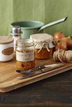 Onion Chilli Jam (Remove the fish sauce or use vegan fish sauce to veganise)! This tastes awesome! Chilli Jam, Sweet Chilli, Sweet And Spicy, Vegan Fish, Jam And Jelly, Mixed Fruit, Grilled Vegetables, Fruit And Veg, Fish Sauce