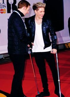 Niall Horan with crutches