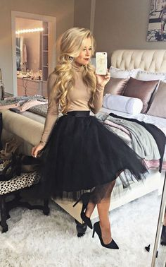 Christmas Party Outfits Work Cena navideña The holiday outfits to copy directly from your fa Mode Outfits, Skirt Outfits, Fall Outfits, Black Tulle Skirt Outfit, Winter Wedding Outfits, Couple Outfits, Pink Tulle Skirt, Gold Tulle, Gold Skirt