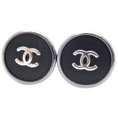 Pre-owned Auth Chanel Vintage 96p Cc Logo Clip-on Earrings Black Metal... ($330) ❤ liked on Polyvore featuring jewelry, earrings, accessories, black, logo jewelry, clip on earrings, pre owned jewelry, chanel earrings and metal earrings
