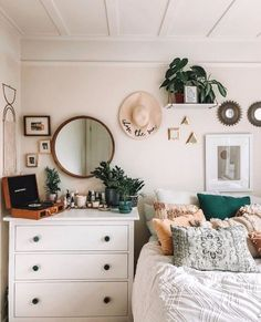 Home Decor Bedroom Master ; Home Decor Bedroom Master - bohemian bedroom Teenage Room Decor, Teenage Bedrooms, My New Room, My Room, Couple Room, Cute Room Decor, Room Decor Boho, Bohemian Decor, Wall Decor