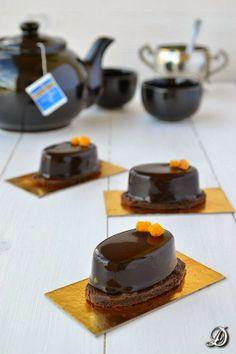 Pastelitos de Mousse de Chocolate con Té Lady Grey y Azahar - Disfrutando de la comida