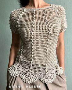 Débardeurs Au Crochet, Crochet Blouse, Crochet Stitches, Ruffle Blouse, Crochet Bedspread Pattern, Crochet Patterns, Crochet Handbags, Crochet Clothes, Ideias Fashion