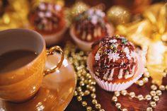 Christmas Cupcake & Coffee · Free Stock Photo