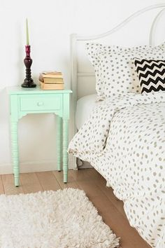 Spool Side Table: great punch of color in the bedroom