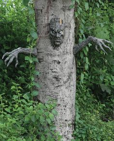 Spooky Living Tree Decor Halloween Prop Poseable Decoration Haunted House Tree in Backyard.