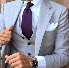 Wedding Suits You can't go wrong with this light grey and purple combo for the groom and his men. Suit by via Light Grey Suits, Purple Suits, Mens Fashion Suits, Mens Suits, Male Fashion, Costumes Gris Clair, Style Costume Homme, Best Suits For Men, Moda Formal