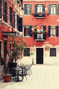 travelthisworld:  A Corner of Venice - Venice, Italy | by Ionut Iordache
