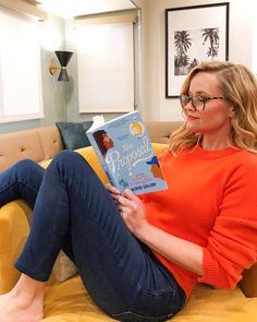 From her favorite thrillers to novels and how-to guides, see which books Reese Witherspoon picked for her Hello Sunshine Book Club in and 2017 Reese Witherspoon Instagram, Reese Witherspoon Book Club, Reese Witherspoon Style, I Love Books, Good Books, Books To Read, Oprah Book Club List, Book Lists, Reading Lists