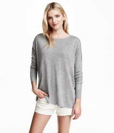 Fine-knit, oversized jumper with long sleeves, dropped shoulders, a wide neckline, wide rib-knitting at the cuffs, slits in the sides and a slightly longer back section.