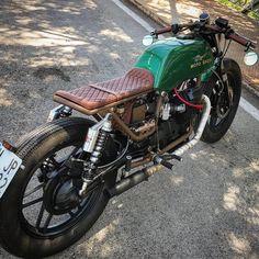 ▪Moto Guzzi v50! A weekend ride? www.kaferacers.com #KafeRacers Image by Cafe Racers Madrid #motoguzzi #guzzi #v50