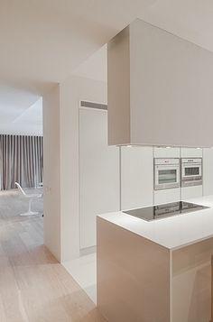 House in Penafiel, Portugal Graciana Oliveira Condo Kitchen, Kitchen Dinning, Kitchen Interior, Dining, Minimal Kitchen, Modern Kitchen Design, Modern Interior Design, Monochrome Interior, Minimalist Interior