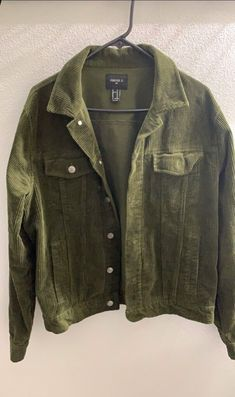 Men's medium olive green corduroy jacket from forever 21 Mens Corduroy Jacket, Denim Jacket Men, Cool Outfits, Casual Outfits, Outdoor Outfit, Swagg, Aesthetic Clothes, Men Dress, Olive Green
