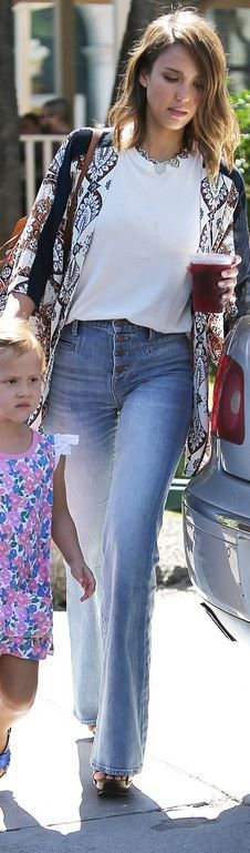 Who made  Jessica Alba's blue button jeans and brow backpack?