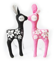 PaaPii Design - Vili Bambi, pinkki On wish list. Sewing Toys, Free Sewing, Sewing Crafts, Sewing Projects, Creative Arts And Crafts, Fabric Toys, Textiles, Softies, Plushies