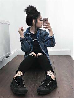 23 Cool Dark Grunge Outfit Ideas #grungeoutfits