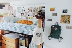 Affordable cute dorm room decorating ideas on a budget (41)