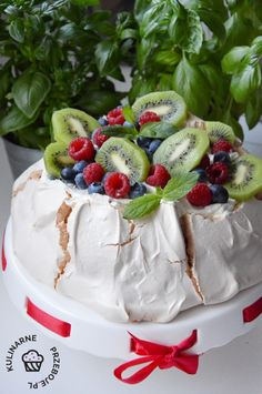 Snack Recipes, Snacks, Pavlova, Kiwi, Camembert Cheese, Food And Drink, Cake, Snack Mix Recipes, Appetizer Recipes
