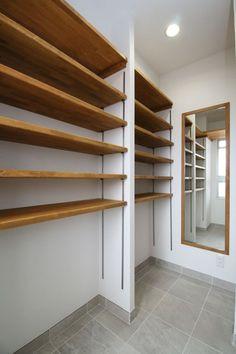 찬넬선반에 신발정리 해봐요~ : 네이버 블로그 Wood Shelving Units, Closet Renovation, Bookshelves In Bedroom, Retail Shelving, Diy Store, Retail Store Design, Boys Bedroom Decor, Pantry Design, Diy Wall Shelves