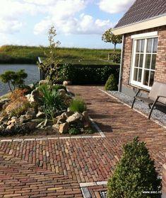 Prachtige relaxtuin aan het water