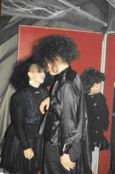 Caroline et Gibou, 1990 Esthétique Goth, 80s Goth, Vintage Goth, Dark Fashion, Gothic Fashion, New Wave, Moda Punk, Goth Kids, Goth Subculture
