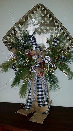 Christmas Baskets, Christmas Frames, Rustic Christmas, Christmas Time, Christmas Projects, Christmas Ideas, Retro Christmas Decorations, Christmas Centerpieces, Tobacco Basket Decor