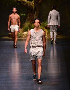 Dolce & Gabbana, l'homme se transforme en dieu grec pour la collection printemps-été 2014.