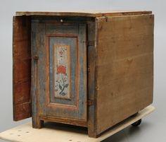 46256. SLAGBORD MED LUCKOR, 1800 tal. – Auctionet