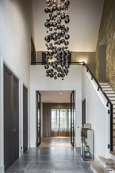 super Ideas for wall color ideas hallway colour Modern Foyer, Modern Staircase, Entrance Design, House Entrance, Mobile Home Kitchens, Hallway Colours, Entrance Lighting, Mobile Home Decorating, House Stairs
