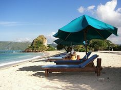 pantai kuta lombok tidak hanya pulau Bali saja yg mempunyai pantai kuta tapi Lombok pun punya, keindahan pantai kuta lombok tidak kalah indah, menarik dengan yang ada di Bali...