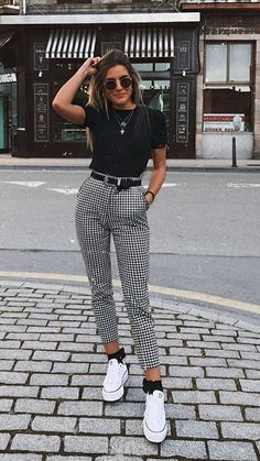Karierte Hose / Skinny Pants / Weiß All Star / Day Look / Street Style / . - Karierte Hose / Skinny Pants / Weiß All Star / Day Look / Street Style / … Quelle von peanutgirl - Cute Spring Outfits, Cute Casual Outfits, Stylish Outfits, Classy Outfits For Teens, Classic Outfits, Classy School Outfits, Autumn Outfits, Casual Work Outfit Summer, Casual Ootd