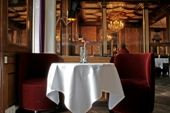 Restaurant design sets the stage for a customer's dining experience. Here are some tips on how to create a great ambiance and deal with common problems. Restaurant Names, Restaurant Equipment, Restaurant Interior Design, Marketing Plan, Layout, Dining, Table Clothes, Tips, Beverage