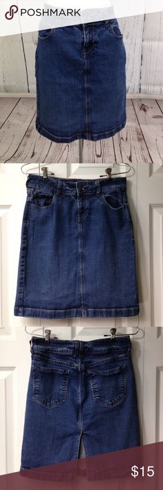 "Old Navy Denim Skirt Cute and versatile, medium wash denim basic, goes with everything! Measurements laying flat: waist 15"", hips 16.5"", bottom width 17"", length 20"" Old Navy Skirts"